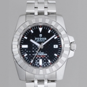 チュードル 腕時計スーパーコピー スポーツ 5列ブレス ブラックカーボン 20010