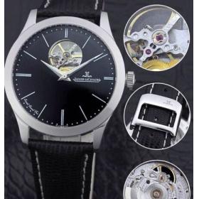 ジャガー・ルクルトが透かし彫りだ牛革の腕時計